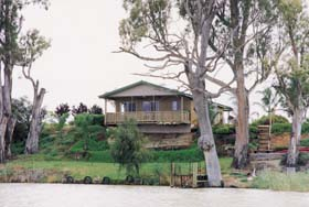 Mundic Grove Cottage - Nambucca Heads Accommodation