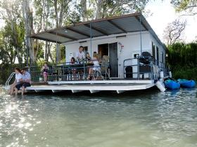 The Murray Dream Self Contained Moored Houseboat - Nambucca Heads Accommodation