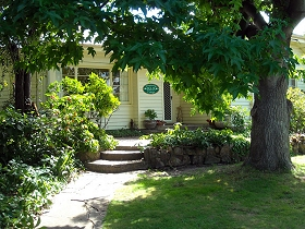 Magnolia Cottage BB - Nambucca Heads Accommodation