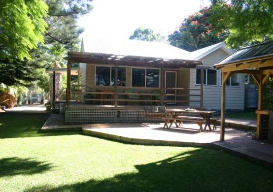Pine Cottage - Nambucca Heads Accommodation