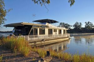 Houseboat Heaven - Nambucca Heads Accommodation
