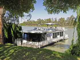 Boats and Bedzzz - The Murray Dream self-contained moored Houseboat - Nambucca Heads Accommodation