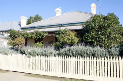 Florennes Heritage Cottage - Nambucca Heads Accommodation