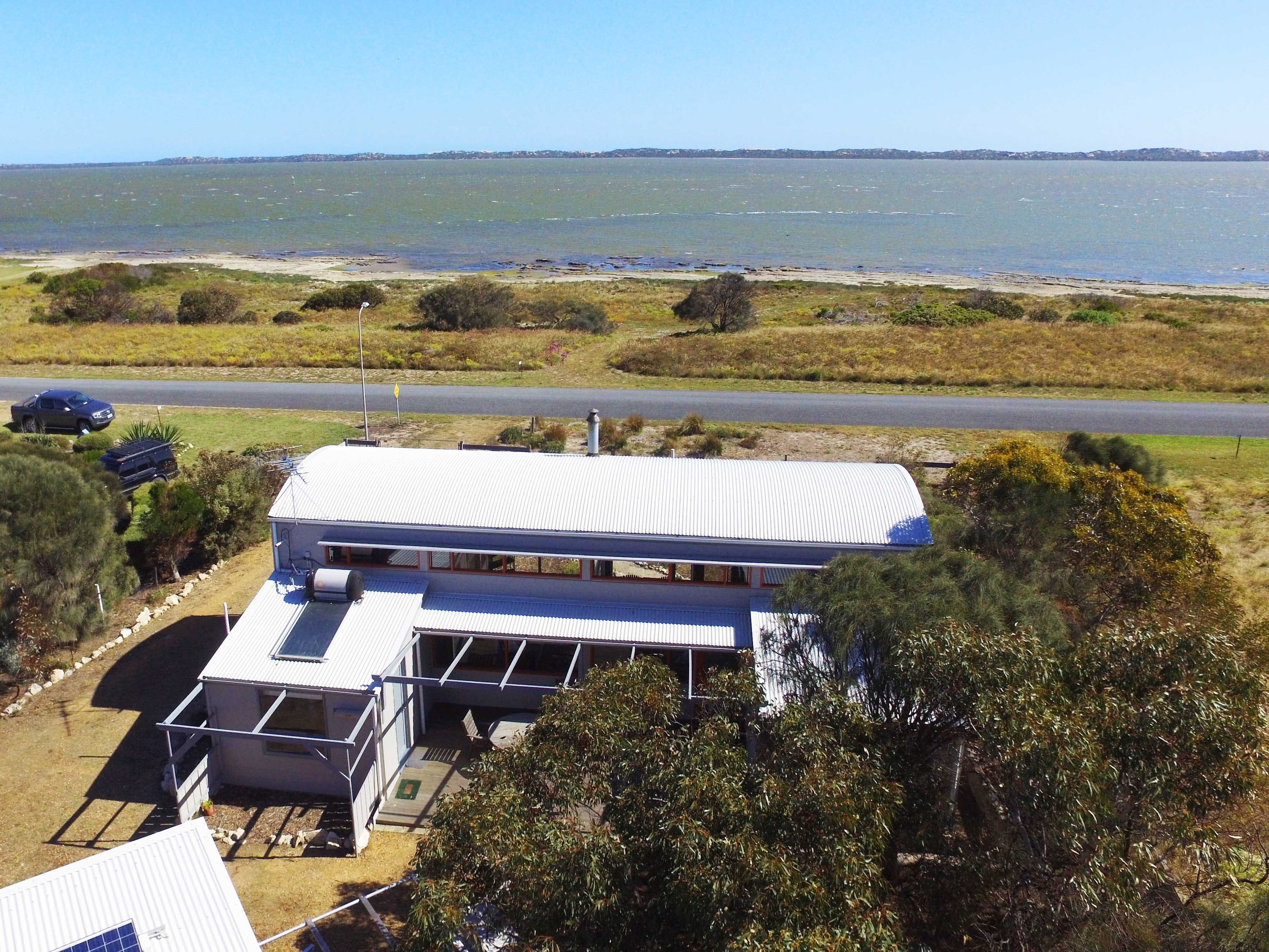 Coorong Aurora - Breathtaking Waterfront Escape - Nambucca Heads Accommodation