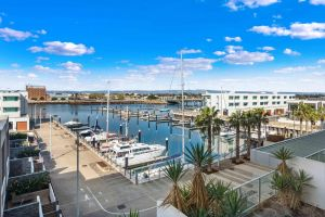 Port Adelaide Executive Waterfront Apartment - Nambucca Heads Accommodation
