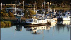 Swamp Fox luxury 2BR Dutch Barge - Nambucca Heads Accommodation