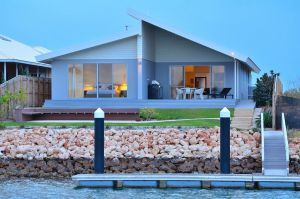 The Carnarvon Luxury Canal Home - Nambucca Heads Accommodation